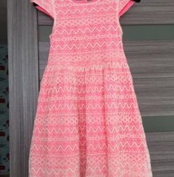 bir kız için elbise