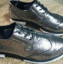 Pantofi noi din piele naturală
