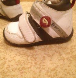 Çocuk spor ayakkabı / bakireler