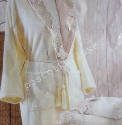 Σετ μπουρνούζι με δύο πετσέτες και παντόφλες
