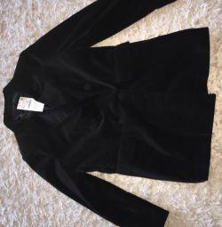 Vând o geacă neagră de catifea la modă