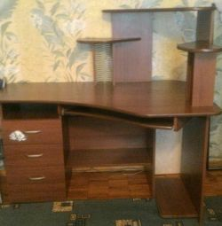 Urgently selling computer desk-right corner
