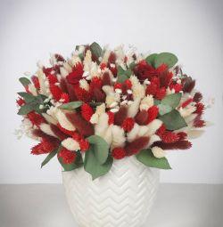 Μπουκέτα αποξηραμένα λουλούδια και σταθεροποιημένα λουλούδια.