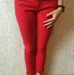 Красные женские джинсы