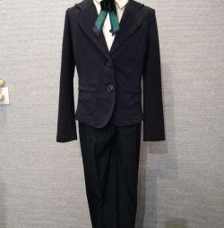 Uniformă școlară pentru o fată de 8-10 ani. 134140146.