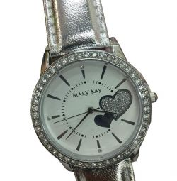 Women's wristwatch with hearts