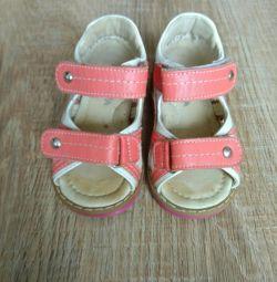 Kız için ortopedik botlar