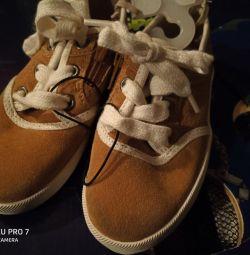 noi pantofi din piele de Zara
