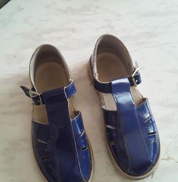 Voi vinde sandale pe băiat de 7 sau 8 ani