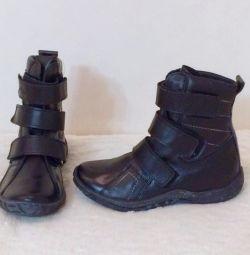 Νέες δερμάτινες μπότες
