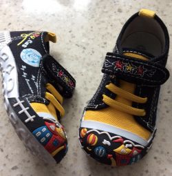 Sneakers🏻 Spor ayakkabı yeni. - 23 (12 cm.)