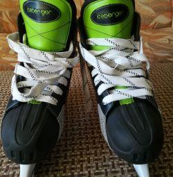 Skates hockey new 44 size, bargaining