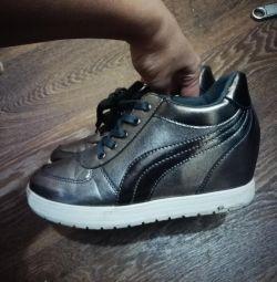 Νέα αθλητικά παπούτσια στην πλατφόρμα