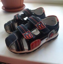 Sandale în stare perfectă