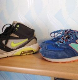 Sneakers size 37 and 39.