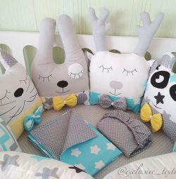 Perne de jucării de pernă în pat