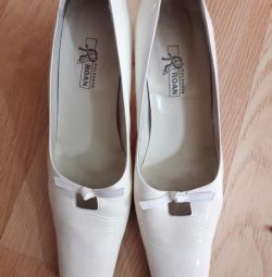 ROAN shoes bought for 4000