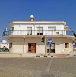 Deryneia, Ammochostos içinde Karma kullanımlı bina