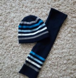 I will sell a hat with a scarf