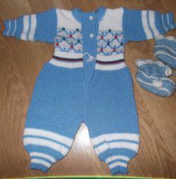 Îmbrăcăminte și cizme tricotate