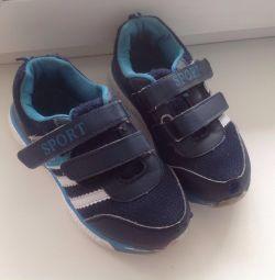 Παιδικά πάνινα παπούτσια. Το μέγεθος 31.