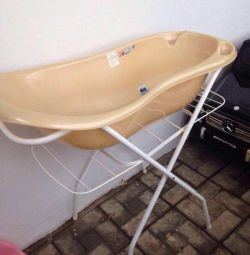 Bath with stand + slide for free ?
