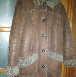 Εταιρεία παλτό από δέρμα προβάτου.