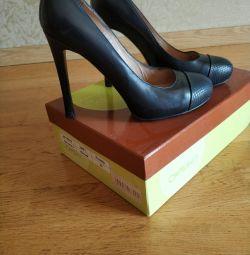 Γνήσια δερμάτινα παπούτσια