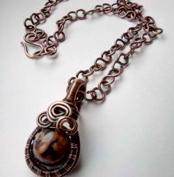 Pendant with aventurine, copper