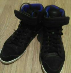 Νέα φυσικά αθλητικά παπούτσια Adidas, προχωρήστε σε προφίλ
