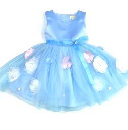 Новое, красивое платье с пышной юбкой