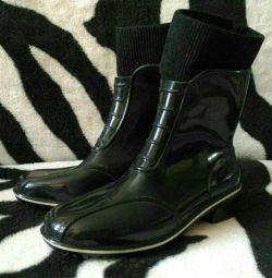 Lastik çizmeler