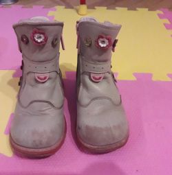 Orthopedic boots. Change to Kinder