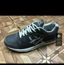 Τα αθλητικά παπούτσια διατίθενται 42,43