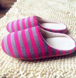 Papuci de casă. nou