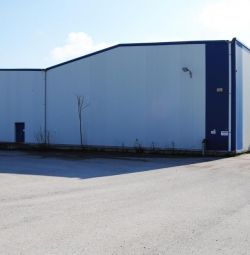 Commercial building with warehouse and office land