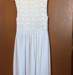 Rochie albă. În stare bună.