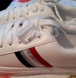 Pantofi noi 41r