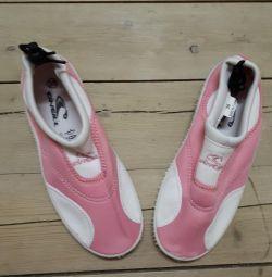 обувь для плаванья. новая