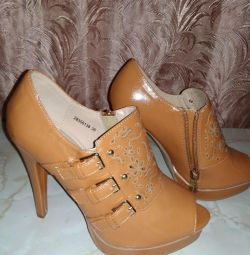 Shoe boots are female new