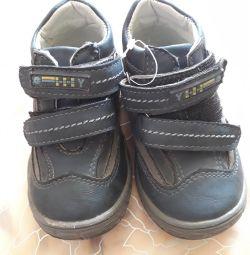 Ботинки новые 21 размер