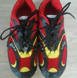 Sneakers running spikes in excellent condition