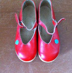 Красные кожаные туфельки