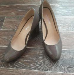 Pantofi noi noi