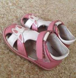 Children's sandals for girls. Barkito