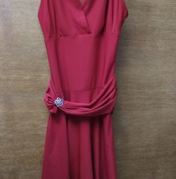 Red dress for the girl, size 40-42-44.