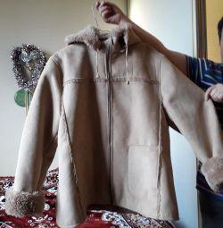 Koyun derisi ceketli.