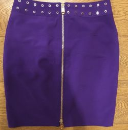 Skirt with zipper back