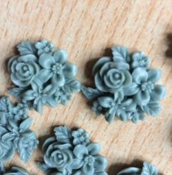 Cameo Bouquet of flowers blue-gray