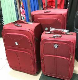 Три размера чемоданы на колесах